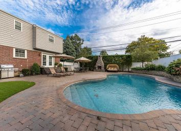Thumbnail 4 bed property for sale in Lynbrook, Long Island, 11563, United States Of America