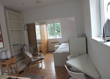 Thumbnail 1 bed property to rent in Grove Road, Windsor, Berkshire