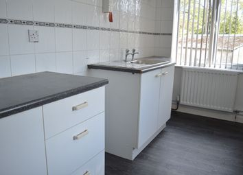 2 bed flat to rent in Kingshill Rd, Swindon, Wilts SN1
