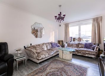 Thumbnail 2 bed flat for sale in Senior St, London
