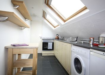 Thumbnail 1 bed flat to rent in Chigwell Road, London