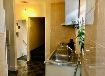 3 bed flat to rent in Vicarage Road, Leyton E10