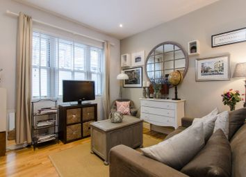 Thumbnail 1 bed flat to rent in Battersea Rise, Between The Commons