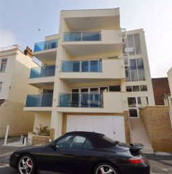 Thumbnail 2 bed flat to rent in Camper Road, Southend-On-Sea