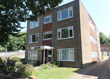 Thumbnail 1 bed flat to rent in East Drive, Queen's Park, Brighton