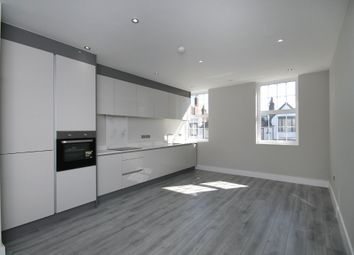 2 bed flat to rent in High Street, Dorking RH4