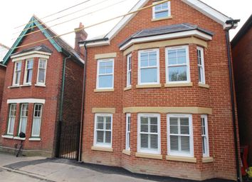 Thumbnail 1 bed flat to rent in Springfield Road, Crawley