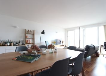 Thumbnail 2 bed flat to rent in New Providence Wharf, Fairmount Avenue