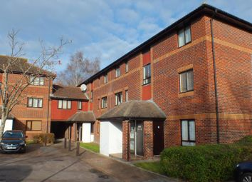 Thumbnail 1 bed flat to rent in Stonesfield, Didcot