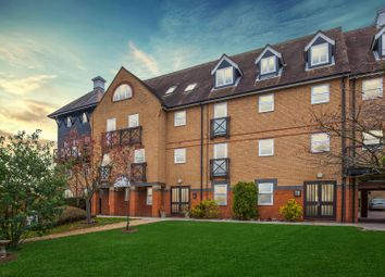 2 bed flat to rent in Mitre Court, Railway Street, Hertford SG14