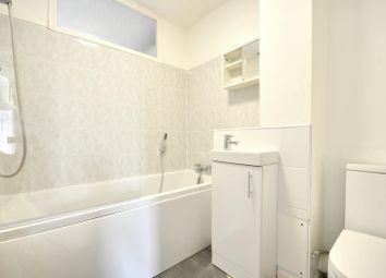 2 bed flat to rent in Cranston Close, Ickenham, Middlesex UB10