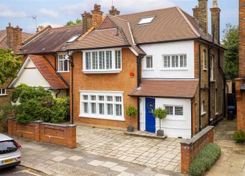 6 bed property for sale in The Grangeway, London N21