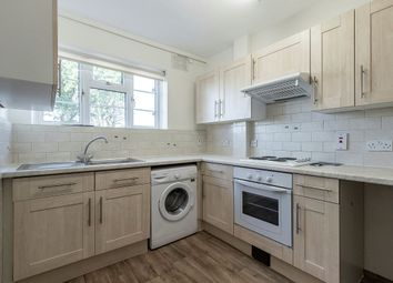 2 bed flat to rent in Avenue Road, London N14