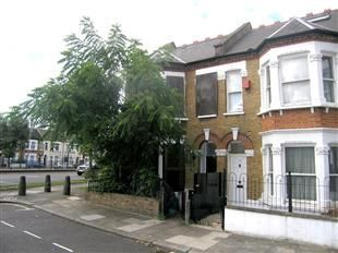 Thumbnail Room to rent in North Verbene Gardens, London