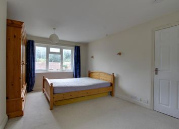 Thumbnail 1 bedroom flat to rent in Kentwood Hill, Tilehurst, Reading