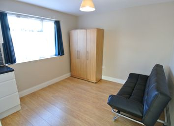 Wakemans Hill Avenue, Colindale NW9. Studio to rent