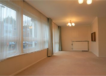 Thumbnail 2 bed flat for sale in Foxgrove, London