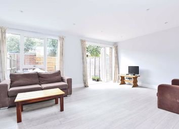 3 bed property to rent in Larch Close, London SW12