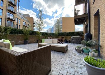 Connersville Way, Croydon, Surrey CR0. 2 bed flat for sale