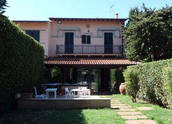 Thumbnail 6 bed town house for sale in Via Pistoia 26, Pietrasanta, Lucca, Tuscany, Italy