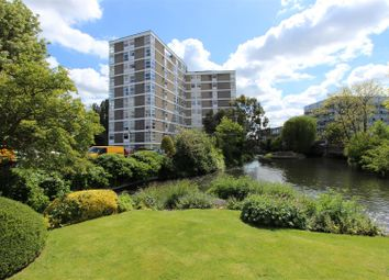 Oxford Road, Denham, Uxbridge UB9. 3 bed flat for sale