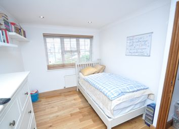 Thumbnail Room to rent in Harry Pay Close, Kennington, Ashford, Kent