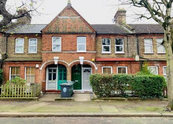 3 bed flat to rent in Warner Road, Walthamstow, London E17
