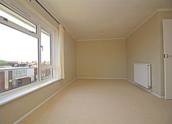 Rhodes Court, Livingstone Road, Horsham RH13. 2 bed flat