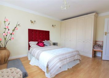 3 bed detached house to rent in Barn Way, Wembley HA9