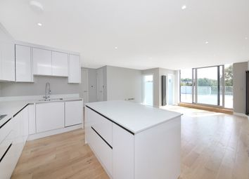 Thumbnail 3 bed flat to rent in Greenwich High Road, London