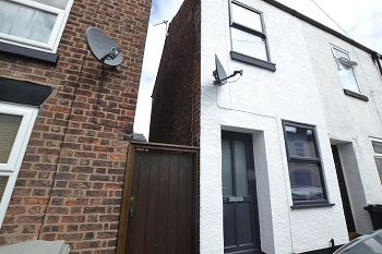 Thumbnail 1 bed end terrace house to rent in Pierce Street, Macclesfield, Cheshire
