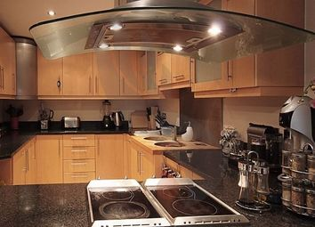 Thumbnail 1 bed flat to rent in 41 Millharbour, Canary Wharf, London, UK