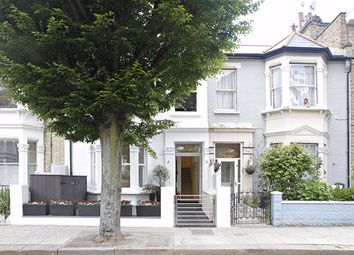 2 bed flat to rent in Iffley Road, London W6
