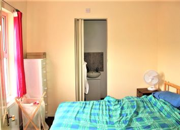 Thumbnail 2 bed flat for sale in Trumpington Road, London