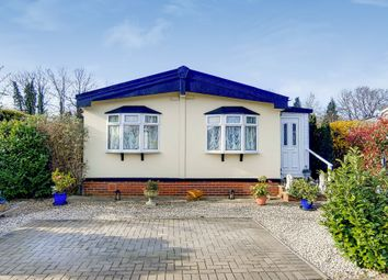 Thumbnail 2 bed mobile/park home for sale in Avenue Two, Meadowlands, Addlestone