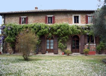 Thumbnail 6 bed farmhouse for sale in Chiusi, Italy