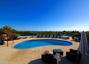 Thumbnail 4 bed villa for sale in Carvoeiro, Lagoa E Carvoeiro, Algarve
