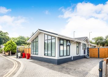 Thumbnail 2 bed mobile/park home for sale in Roxburgh Drive, Didcot