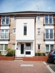 Thumbnail 2 bedroom flat for sale in Meadow Way, Caversham