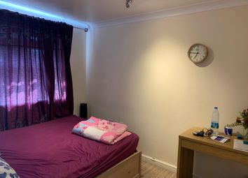 4 bed detached house to rent in Piper Way, Ilford IG1