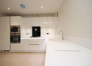 Thumbnail 1 bed flat to rent in Radcliffe Road, Croydon
