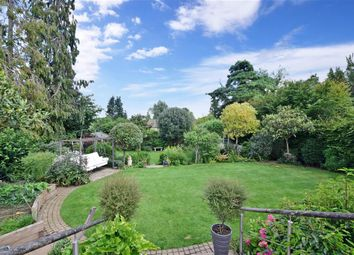 5 bed detached house for sale in Hawks Hill Close, Fetcham, Leatherhead, Surrey KT22