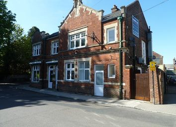 Thumbnail 2 bed flat to rent in Saint Peter's Road, Petersfield
