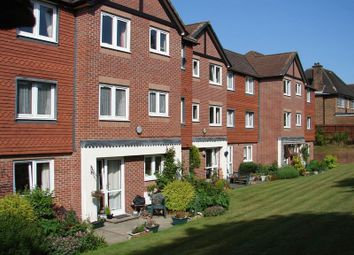 2 bed flat for sale in Farnham Close, London N20
