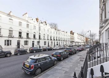 Thumbnail 3 bed flat to rent in Oakley Street, London