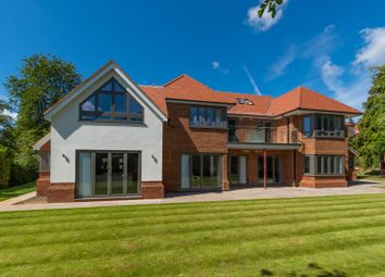 Woodchester Park, Beaconsfield, Buckinghamshire HP9. 3 bed flat for sale