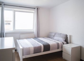 Room to rent in Wager Street, Mile End, East London E3