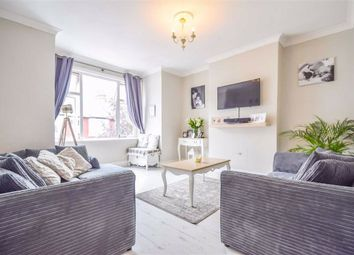 Westcliff Park Drive, Westcliff-On-Sea, Essex SS0. 3 bed flat