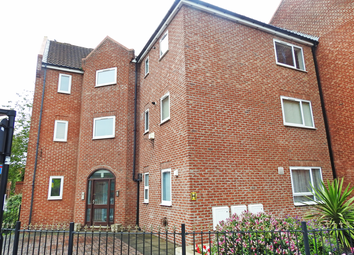 2 bed flat to rent in Lawson Court, High Street HU1