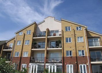 Thumbnail 2 bed flat to rent in Undercliff Gardens, Leigh-On-Sea